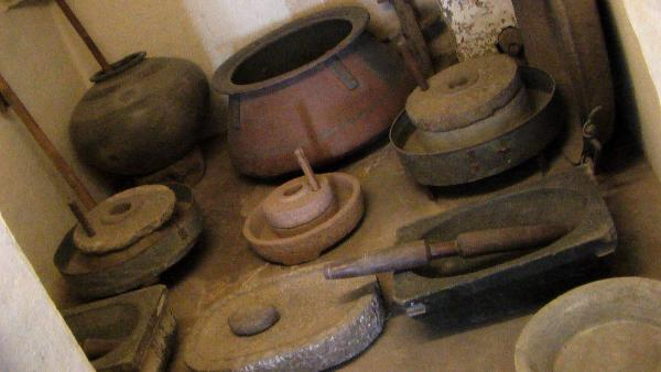 Olden eco indian kitchens connection life olden day for Traditional kitchen equipments