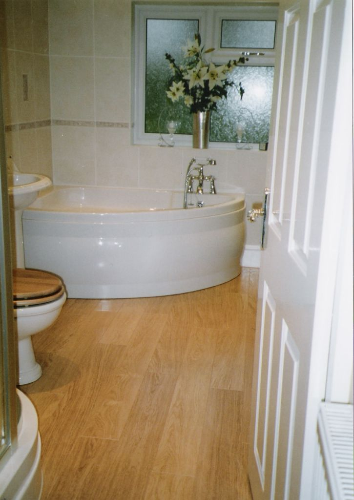 Small And Cozy Modern Bathrooms Designs