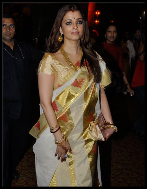 Aishwarya Rai Off White Ikat Saree