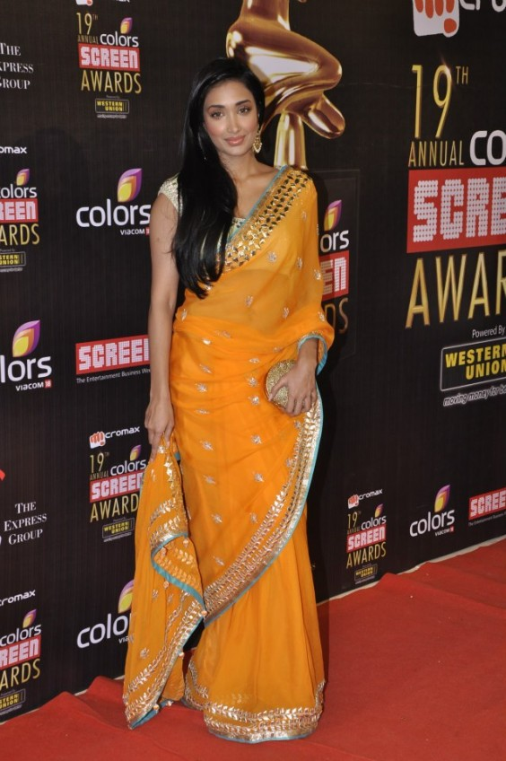 Jiah Khan looked stunning in an Anita Dongre orange and gold saree at the Screen Awards 2013