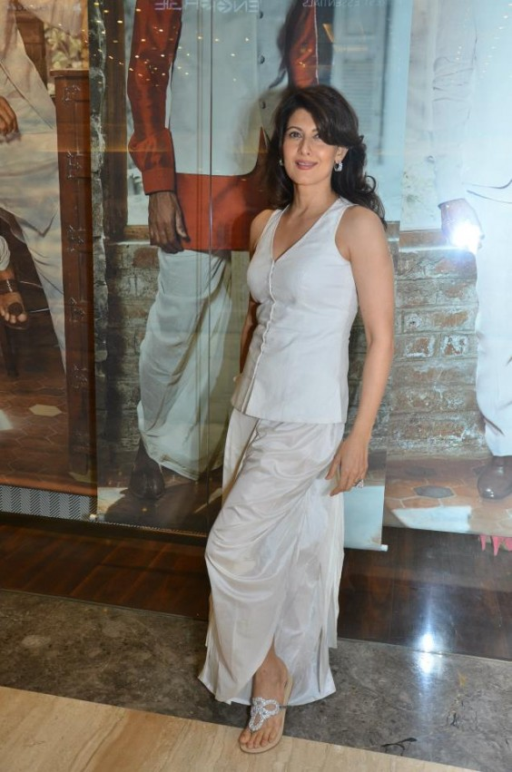 Sangeeta Bijlani looking stunning in an Anita Dongre Dhoti and Bundi