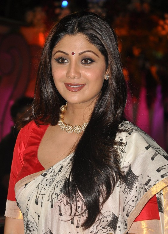 Shilpa Shetty looked elegant in jewellery by Anita Dongre