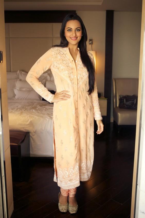 Sonakshi Sinha chose a pretty peach Anita Dongre suit