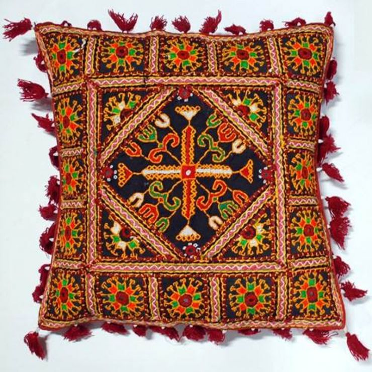 Kutch-Cushion-Cover-2-Villcart-MMUVILLCA000429_1