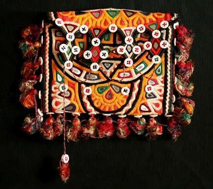 R-242-1-kutch_embroidery_designs_handbag