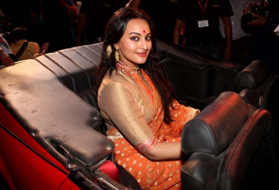 Sonakshi-sinha-sarees-Lootera-movie