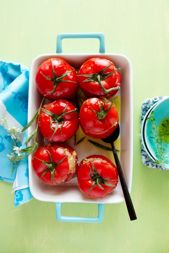 Beatrice Peltre_inspiring_food_photography_tomatesfarciescrues