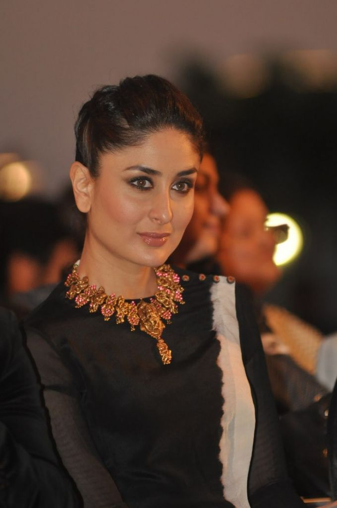 kareena-kapoor-begum of pataudi-wearing-gold-ruby-temple-necklace