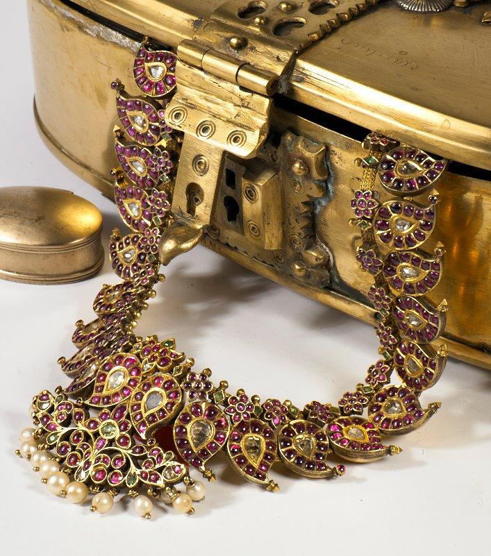 mamidi_mango_mala_from_navrathan_jewellers
