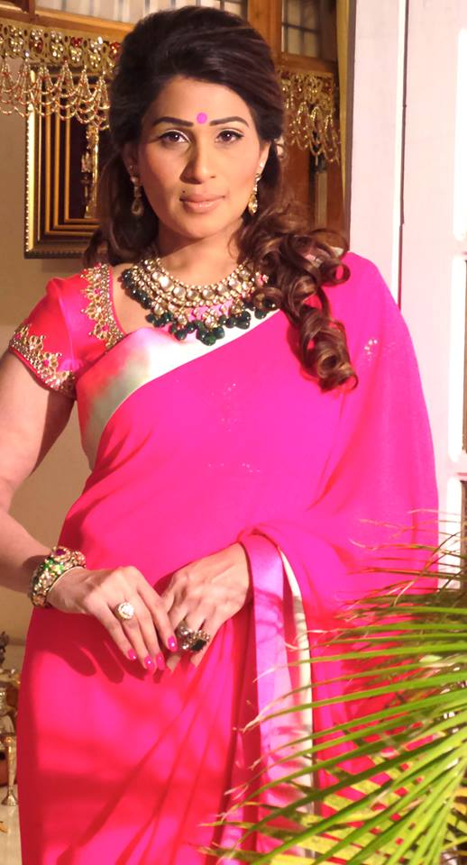 shreedevi chowdhary in diamond necklace with emerald drops